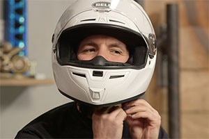 How to select a good helmet to ride your two-wheeler?